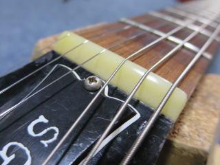 ナット交換、ギター修理