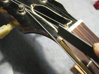 ギブソンES-335、ナット調整