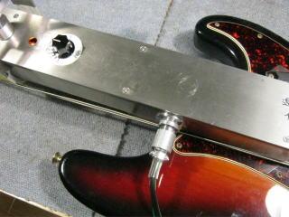 Fender Precision Bass、ネックアイロン