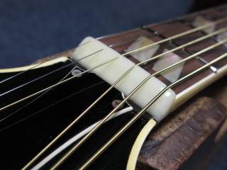 ナット交換、ギターリペア