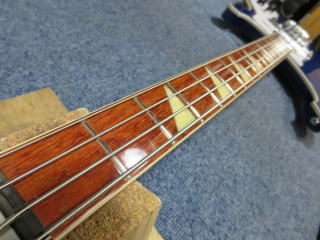 Rickenbacker、ベースリペア