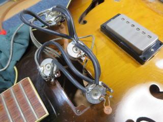 Gibson ES-175、アッセンブリー