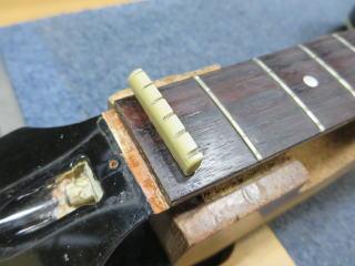 Gibson J-45、リペア、修理、ナット交換