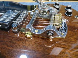 Gibson SG、ビグスビーアーム