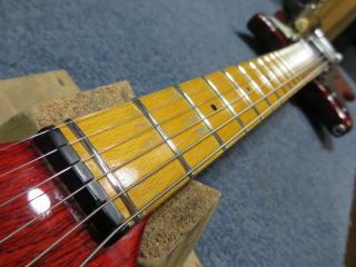 Burns Sonic Guitar、ネック反りリペア