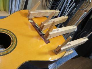 クラシックギター、リペア、修理、ブレーシング剥がれ