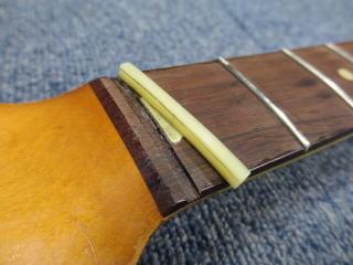 Stratocaster、ナット交換