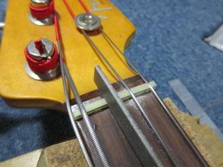 Fender Precision Bass、リペア、修理、ナット調整