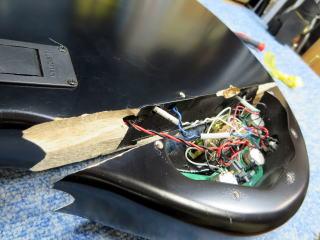 Musicman Stingray、ベース修理、ナインス、ボディ割れ