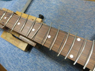 Gibson LG-2、修理、ナインス、50年代、ヴィンテージ、リペア、ギブソン、指板