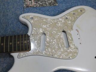 Fender Duo Sonic、ナインス、修理、リペア、杉並、ピックガード