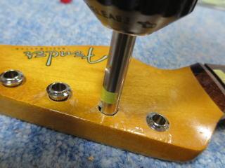 Fender Duo Sonic、ナインス、修理、リペア、杉並、ペグ、ブッシュ