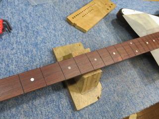 Gibson Thunderbird、修理、ナインス、杉並、東京、リペア、指板修正