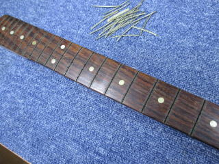 Fender Mustang、ナインス、東京、杉並、高円寺、リペア、修理、指板